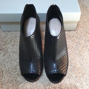 Banana Republic size 7.5 Black open toe booties
